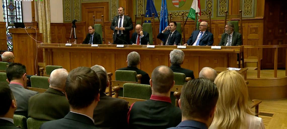 Új gondolkodásmód a közgazdasági és pénzügyi rendszer fejlesztésében, az oktatási rendszer korszerűsítésében – Pécs
